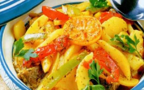 Tajine de poisson aux pommes de terre et aux poivrons