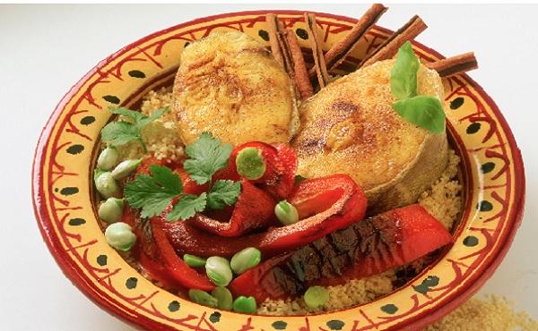 Tajine d'oeufs de poisson aux fèves et poivrons