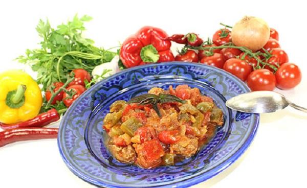 Tajine de poivrons et aux tomates