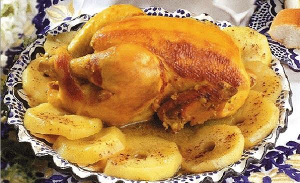 Tajine de poulet aux pommes sucrées
