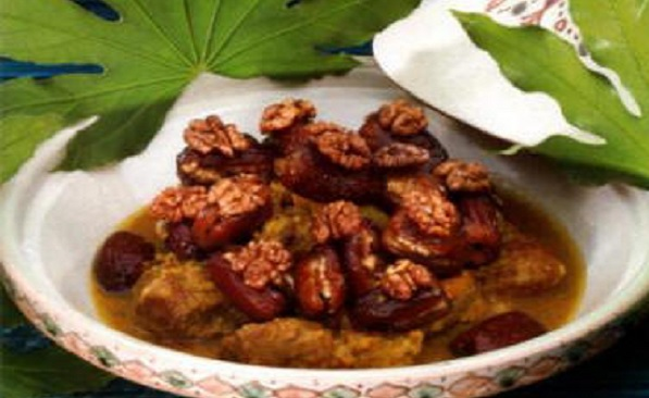 Tajine de viande aux dattes et noix