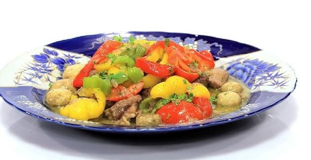 Tajine de viande aux poivrons et champignons