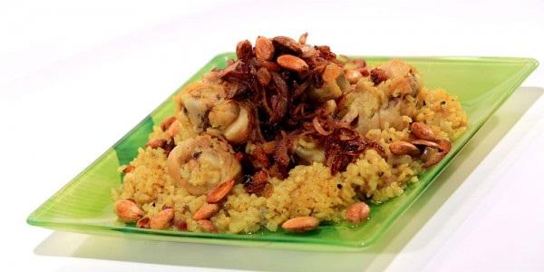 Tajine de viande au riz et aux amandes