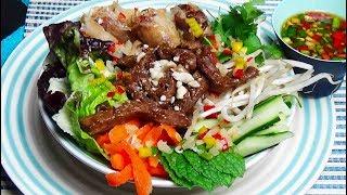 Bobun vietnamien au bœuf et nems